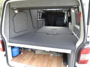 Position couchage vue de l'arrière - grand lit: 190x140/112 cm
