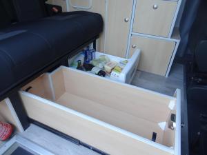Tiroir sous banquette + frigo-tiroir